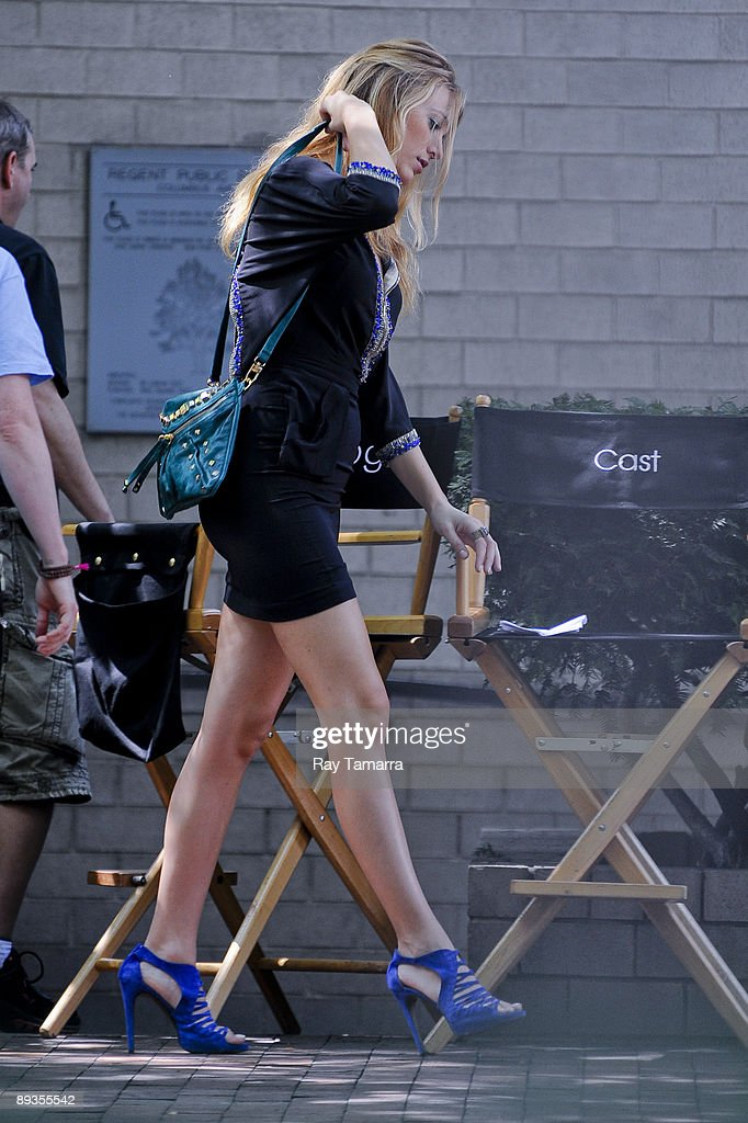 Actress Blake Lively walks to the 'Gossip Girl' movie set in Midtown Manhattan on July 27, 2009 in New York City.