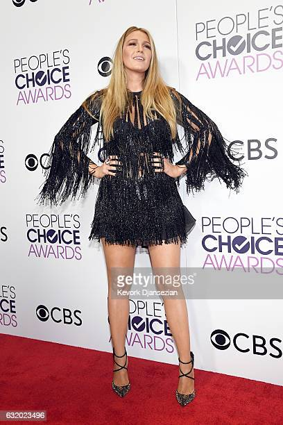 Actress Blake Lively, winner of the Favorite Dramatic Movie Award, poses in the press room during the People's Choice Awards 2017 at Microsoft...