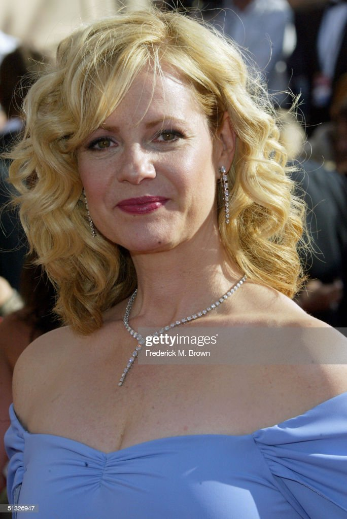 Actress Bonnie Hunt attends the 56th Annual Primetime Emmy Awards at the Shrine Auditorium September 19, 2004 in Los Angeles, California.