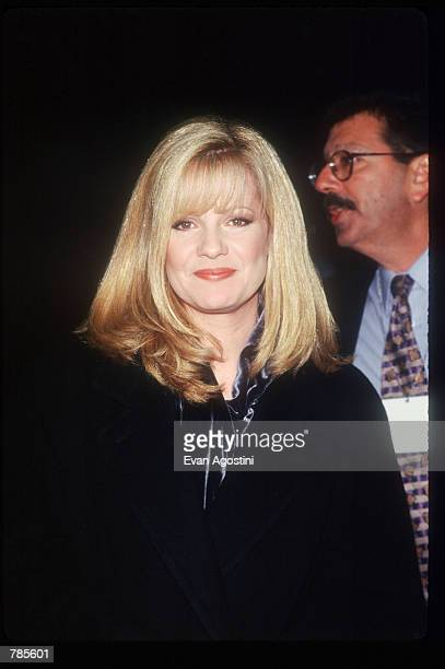 Actress Bonnie Hunt attends the premiere of the film Jerry Maguire at Pier 88 December 6 1996 in New York City The film tells the story of a cynical...