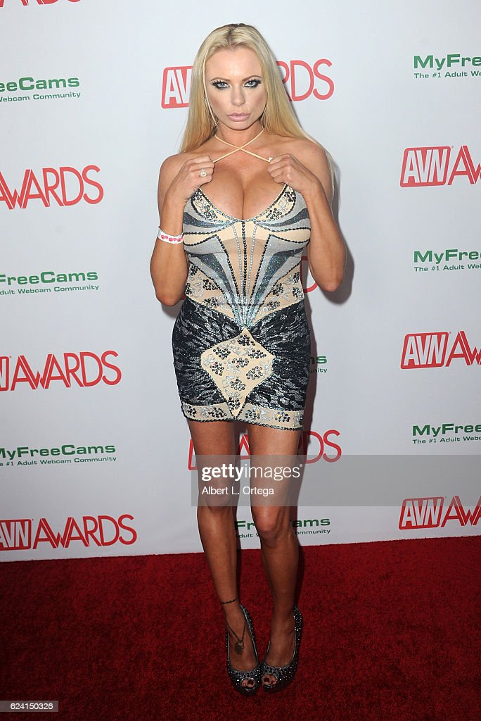 Actress Briana Banks Arrives For The 2017 Avn Awards Nomination Party News Photo Getty Images Парнишка грубо пердолит будущую тёщу в анал. https www gettyimages com detail news photo actress briana banks arrives for the 2017 avn awards news photo 624150326