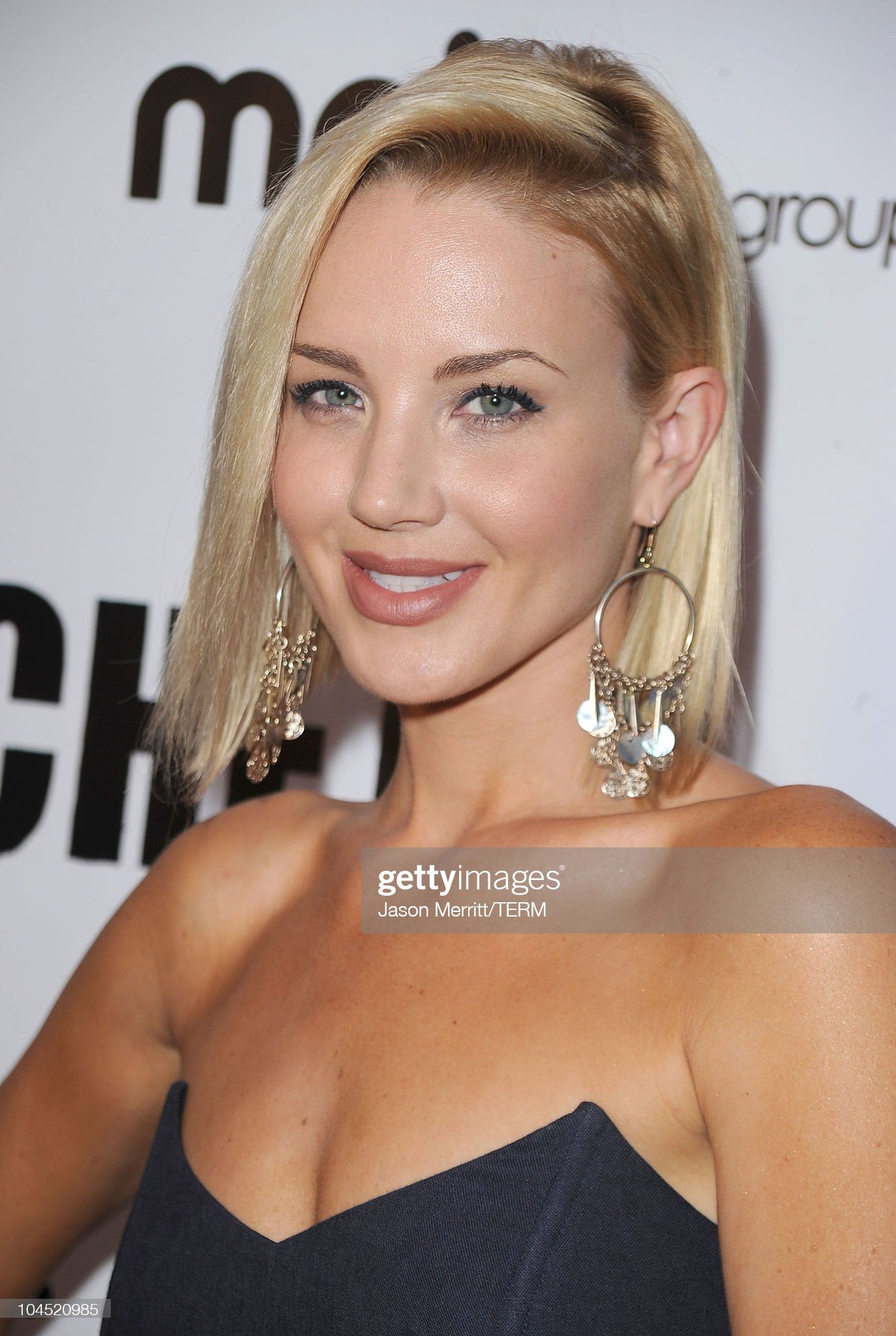 ¿Cuánto mide Brianne Davis? - Altura - Real height Actress-brianne-davis-arrives-at-the-hatchet-ii-los-angeles-premiere-picture-id104520985?s=2048x2048