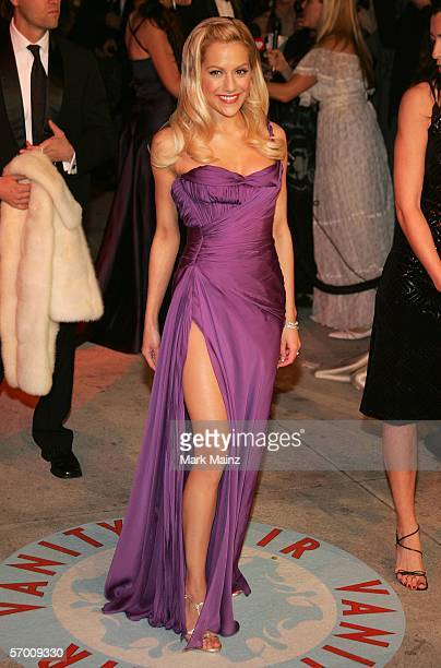 Actress Brittany Murphy arrives at the Vanity Fair Oscar Party at Mortons on March 5, 2006 in West Hollywood, California.