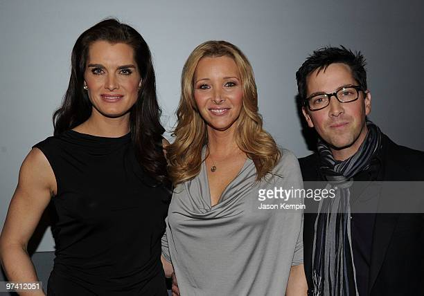 Actress Brooke Shields actress Lisa Kudrow and producer Dan Bucatinsky promote Who Do You Think You Are at the Apple Store Soho on March 3 2010 in...