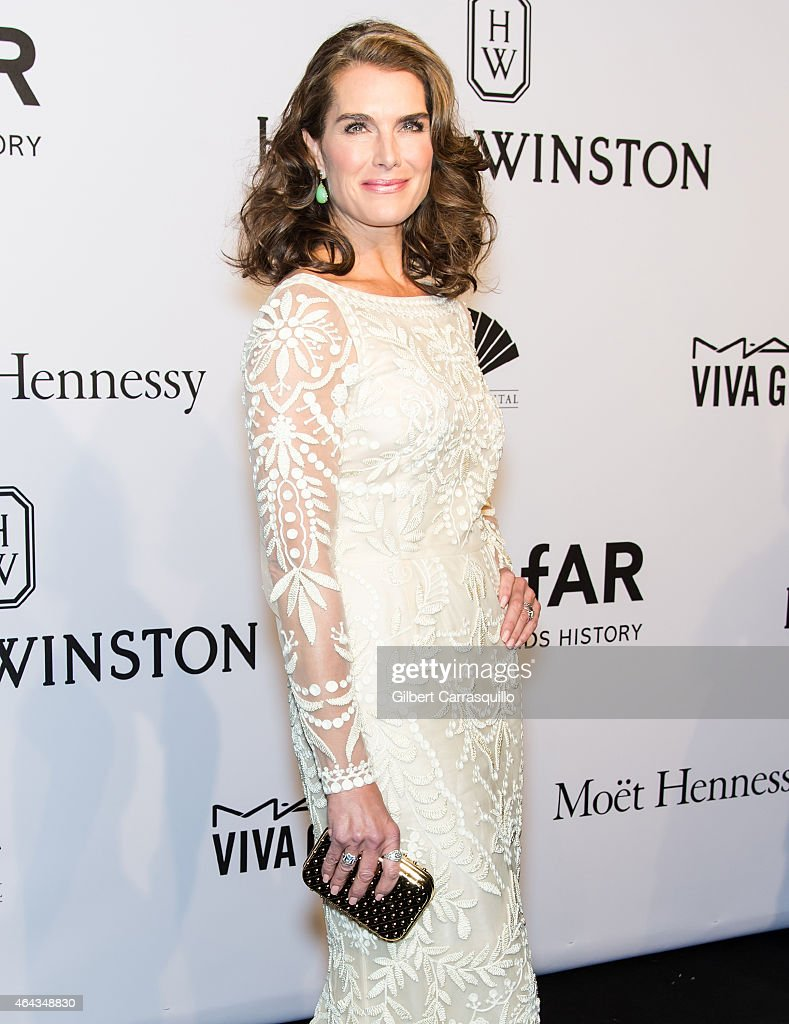 Actress Brooke Shields attends the 2015 amfAR New York Gala at Cipriani Wall Street on February 11, 2015 in New York City.