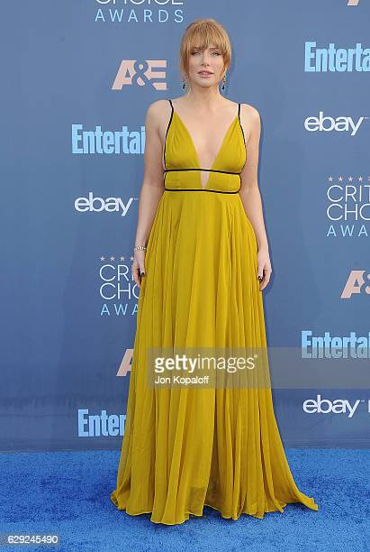 Actress Bryce Dallas Howard arrives at The 22nd Annual Critics' Choice Awards at Barker Hangar on December 11 2016 in Santa Monica California