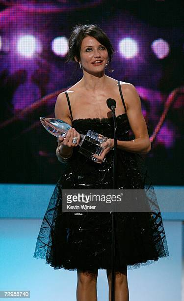 Actress Cameron Diaz accepts the award for Favorite Leading Lady onstage during the 33rd Annual People's Choice Awards held at the Shrine Auditorium...