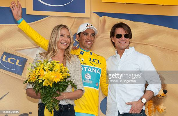 Actress Cameron Diaz Alberto Contador and Actor Tom Cruise pose after the eighteen stage of the Tour de France 2010 on July 23 2010 in Bordeaux France