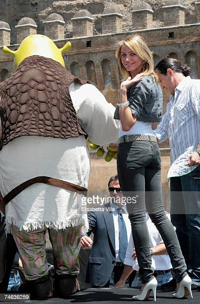 Actress Cameron Diaz and Antonio Banderas attend the Shrek The Third photocall at Castel Sant'Angelo on June 15 2007 in Rome Italy