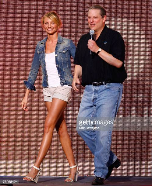 Actress Cameron Diaz and former Vice President Al Gore speak onstage during Live Earth New York at Giants Stadium on July 7 2007 in East Rutherford...