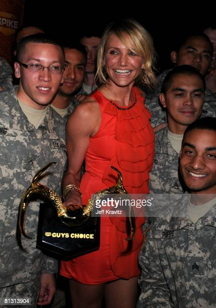 """Actress Cameron Diaz and US Soldiers attend Spike TV's 2nd Annual """"Guys Choice"""" Awards at Sony Studios on May 30, 2008 in Culver City, California."""