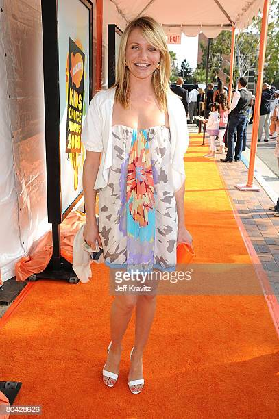 Actress Cameron Diaz arrives on the red carpet at Nickelodeon's 2008 Kids' Choice Awards at the Pauley Pavilion on March 29, 2008 in Los Angeles,...