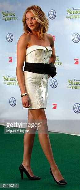 Actress Cameron Diaz arrives to the premiere of Shrek The Third on June 8 2007 in Berlin Germany Shrek The Third will be on German screens on June 21