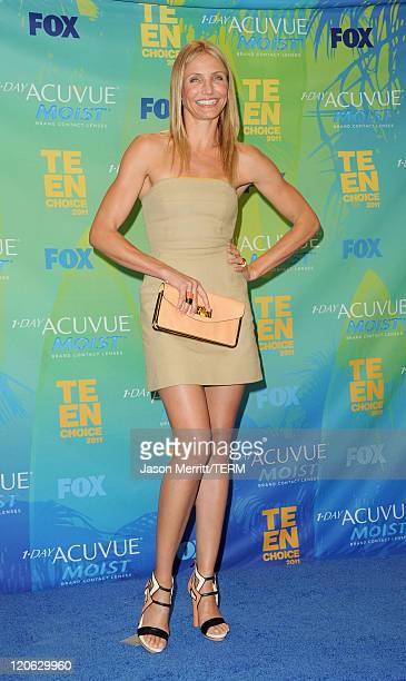Actress Cameron Diaz winner of the Best Actress Comedy award for 'Bad Teacher' poses in the press room during the 2011 Teen Choice Awards held at the...