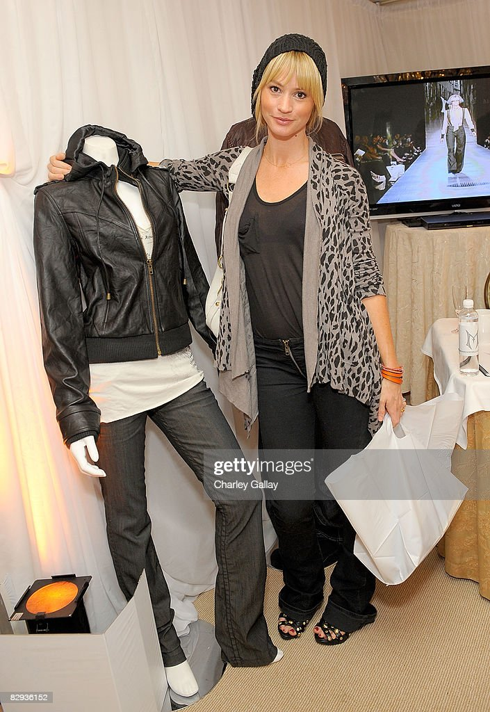 Actress Cameron Richardson poses with the Monarchy Collection display during the HBO Luxury Lounge in honor of the 60th annual Primetime Emmy Awards featuring the In Style diamond suite, held at the Four Seasons Hotel on September 21, 2008 in Beverly Hills, California.