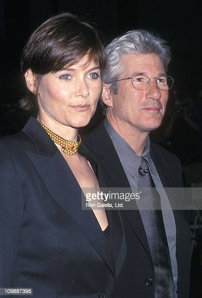 Actress Carey Lowell and actor Richard Gere attend the 'Unfaithful' New York City Premiere on May 6 2002 at the Ziegfeld Theaterin New York City