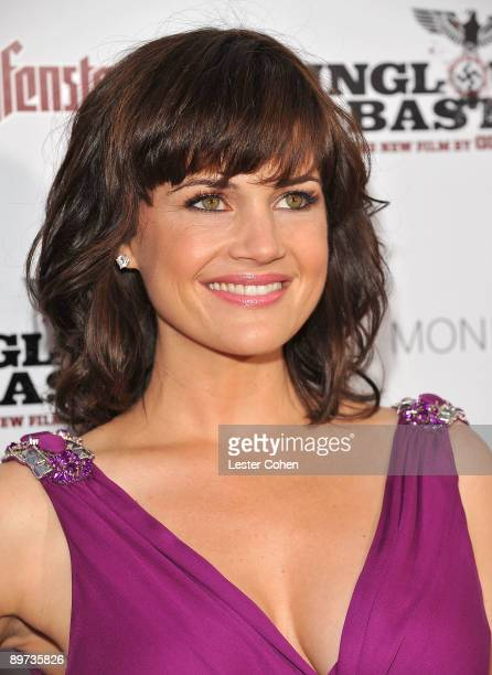 "Actress Carla Gugino arrives on the red carpet of the Los Angeles premiere of ""Inglourious Basterds"" at the Grauman's Chinese Theatre on August 10,..."