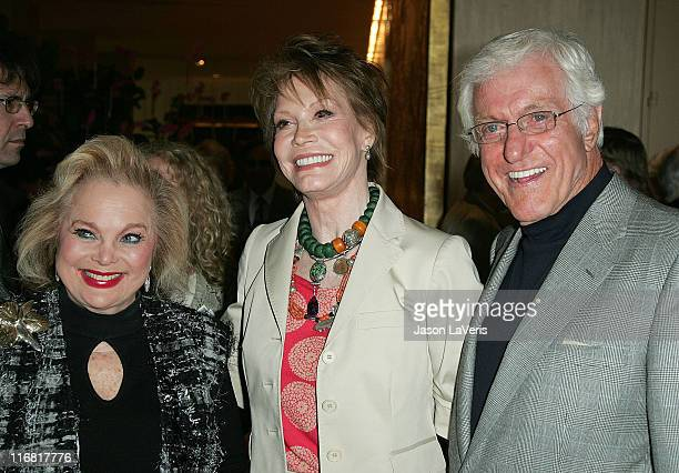 Actress Carol Connors actress Mary Tyler Moore and actor Dick Van Dyke attend a tribute to Moore at the Beverly Hilton Hotel on March 16 2008 in...