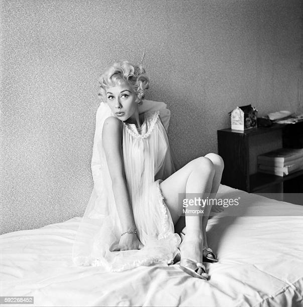 Actress Carole Lesley. 1964 E286-019