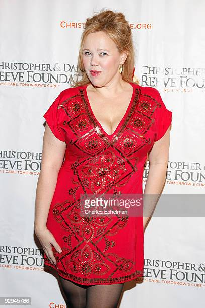 """Actress Caroline Rhea attends the Christopher & Dana Reeve Foundation's """"A Magical Evening"""" Gala at the Marriot Marquis on November 9, 2009 in New..."""