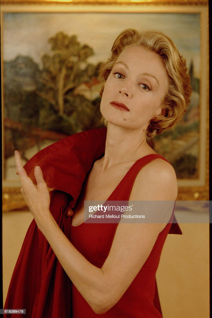 Actress Caroline Sihol in Red Outfit : Photo d'actualité