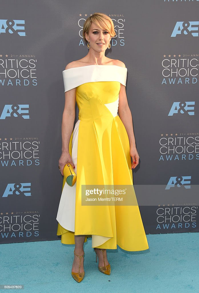 Actress Carrie Coon attends the 21st Annual Critics' Choice Awards at Barker Hangar on January 17, 2016 in Santa Monica, California.