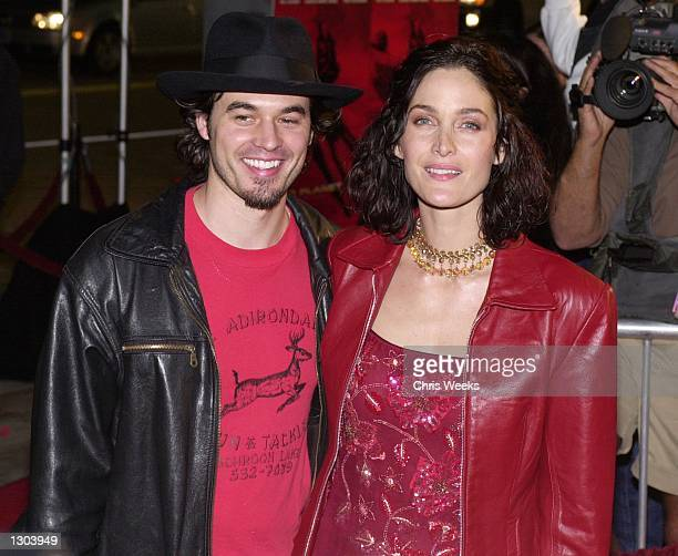 "Actress Carrie-Ann Moss and husband actor Steven Roy arrive at the premiere of ""Red Planet"" November 6, 2000 in Westwood, CA."
