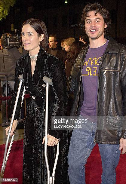 "Actress Carrie-Anne Moss arrives at the Los Angeles premiere of her new film ""Chocolat"" with her husband Steven Roy, in Beverly Hills, 11 December..."