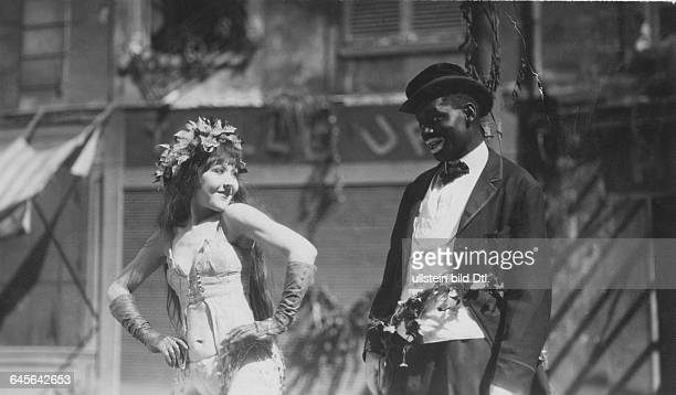 Actress Catherine Hessling and actor Johnny Hudgins in the film Sur un air de Charleston director Jean RenoirPhotographer M SoulieVintage property of...