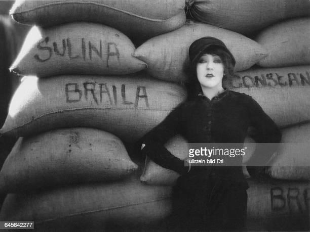 Actress Catherine Hesslingin the film En rade director Alberto Cavalcanti 1928Vintage property of Ullstein Bild