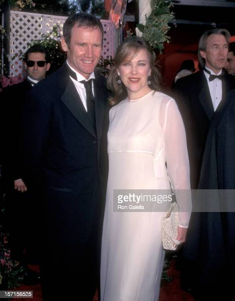 Actress Catherine O'Hara and husband Bo Welch attend the 70th Annual Academy Awards on March 23 1998 at Shrine Auditorium in Los Angeles California