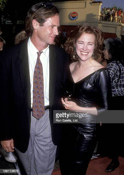 Actress Catherine O'Hara and husband Bo Welch attend the 'Batman' Westwood Premiere on June 19 1989 at Mann Bruin Theatre in Westwood California