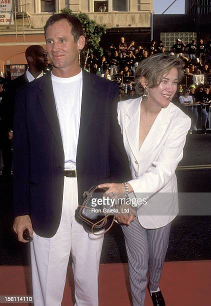 Actress Catherine O'Hara and husband Bo Welch attend the 'Batman Returns' Hollywood Premiere on June 16 1992 at Mann's Chinese Theatre in Hollywood...