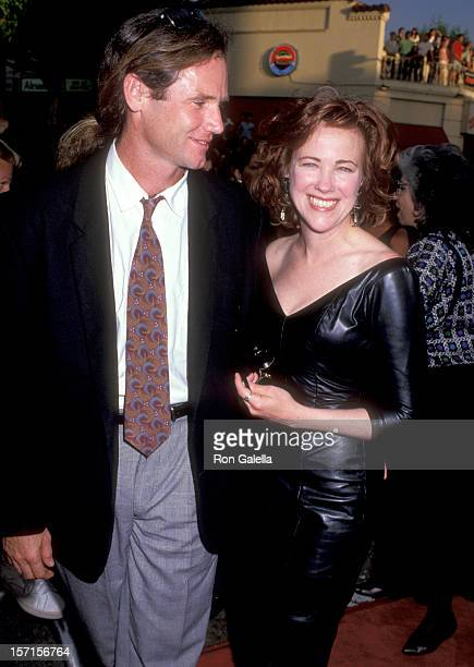 Actress Catherine O'Hara and husband Bo Welch attend the Batman Westwood Premiere on June 19 1989 at Mann Bruin Theatre in Westwood California