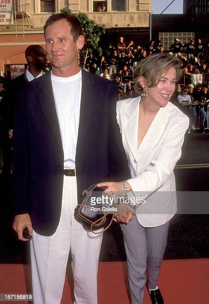 Actress Catherine O'Hara and husband Bo Welch attend the Batman Returns Hollywood Premiere on June 16 1992 at Mann's Chinese Theatre in Hollywood...