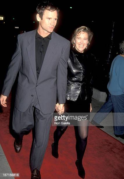 Actress Catherine O'Hara and husband Bo Welch attend the Hoffa Beverly Hills Premiere on December 11 1992 at Academy Theatre in Beverly Hills...