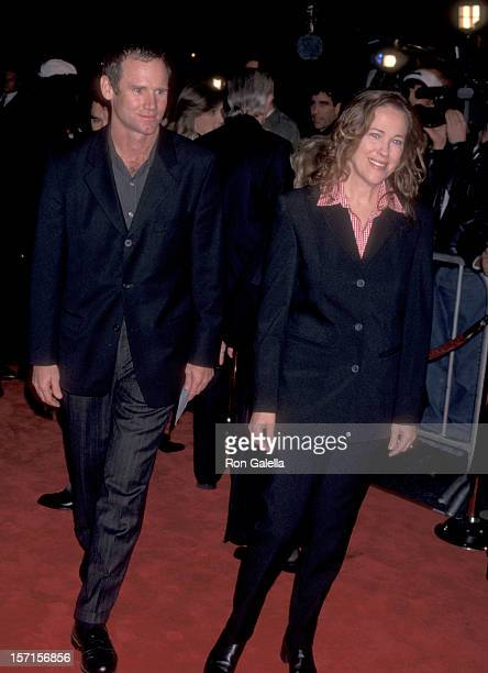 Actress Catherine O'Hara and husband Bo Welch attend the Mars Attack Hollywood Premiere on December 12 1996 at Mann's Chinese Theatre in Hollywood...