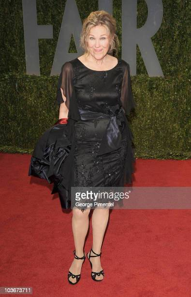 Actress Catherine O'Hara arrives at the 2009 Vanity Fair Oscar Party Hosted By Graydon Carter at the Sunset Tower on February 22, 2009 in West...