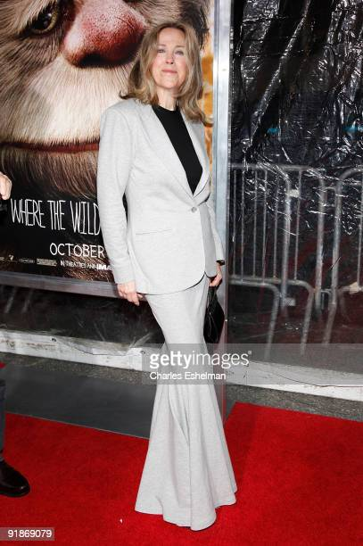 """Actress Catherine O'Hara attends the """"Where The Wild Things Are"""" premiere at Alice Tully Hall on October 13, 2009 in New York City."""