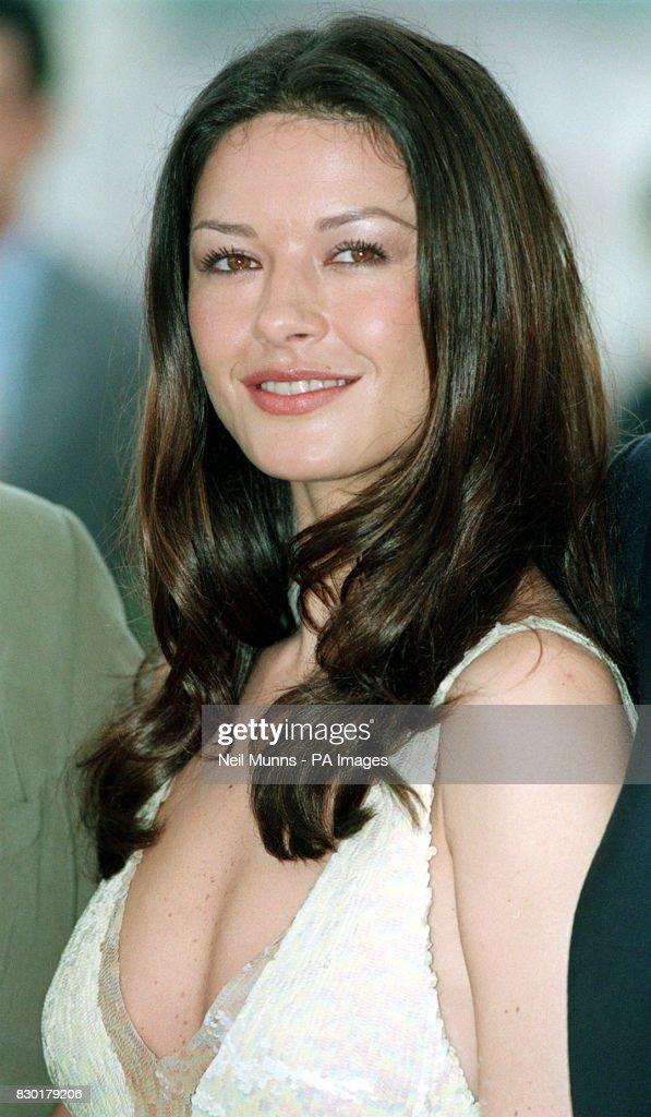 Cannes/Catherine  Zeta-Jones : News Photo