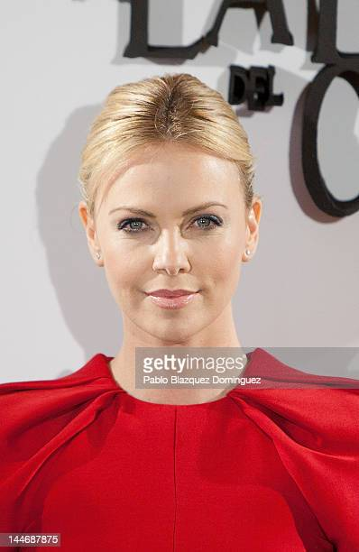 Actress Charlize Theron attends 'Snow White and the Huntsman' photocall at Casa de America on May 17, 2012 in Madrid, Spain.