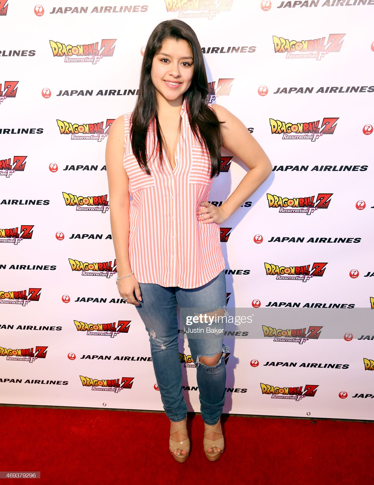 ¿Cuánto mide Chelsea Rendón? - Altura - Real height Actress-chelsea-rendon-attends-the-dragon-ball-z-resurrection-f-world-picture-id469379296?s=2048x2048