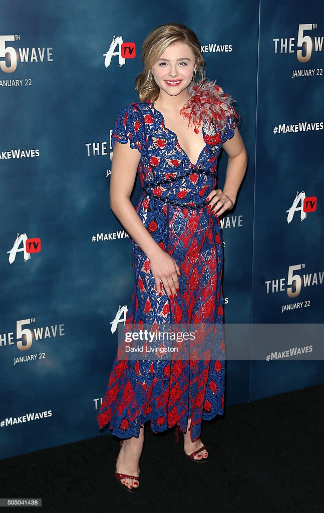 "AwesomenessTV Special Fan Screening Of ""The 5th Wave"" - Arrivals"