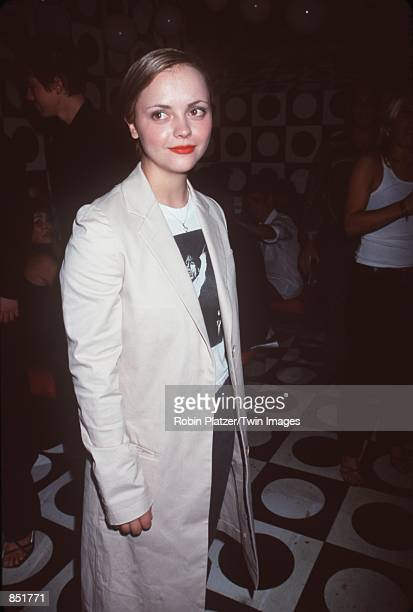 """Actress Christina Ricci attends the premiere of """"Almost Famous"""" September 11, 2000 in New York, NY."""