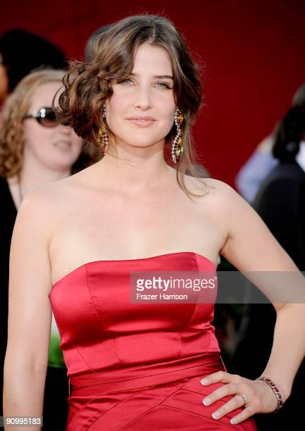 Actress Cobie Smulders arrives at the 61st Primetime Emmy Awards held at the Nokia Theatre on September 20 2009 in Los Angeles California