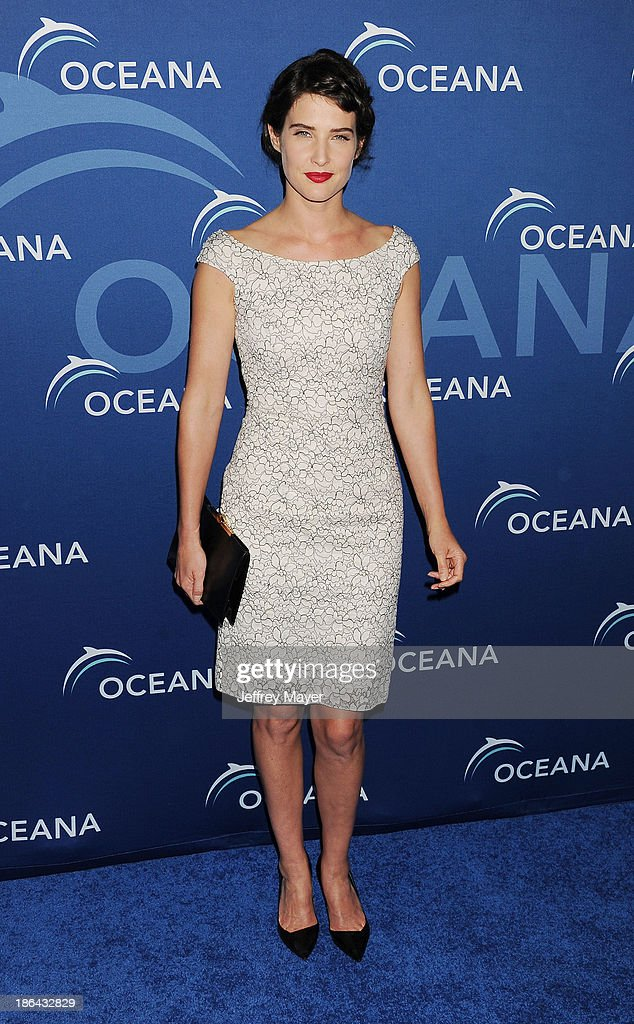 Actress Cobie Smulders arrives at the Oceana Partners Award Gala With Former Secretary Of State Hillary Rodham Clinton and HBO CEO Richard Plepler at Regent Beverly Wilshire Hotel on October 30, 2013 in Beverly Hills, California.