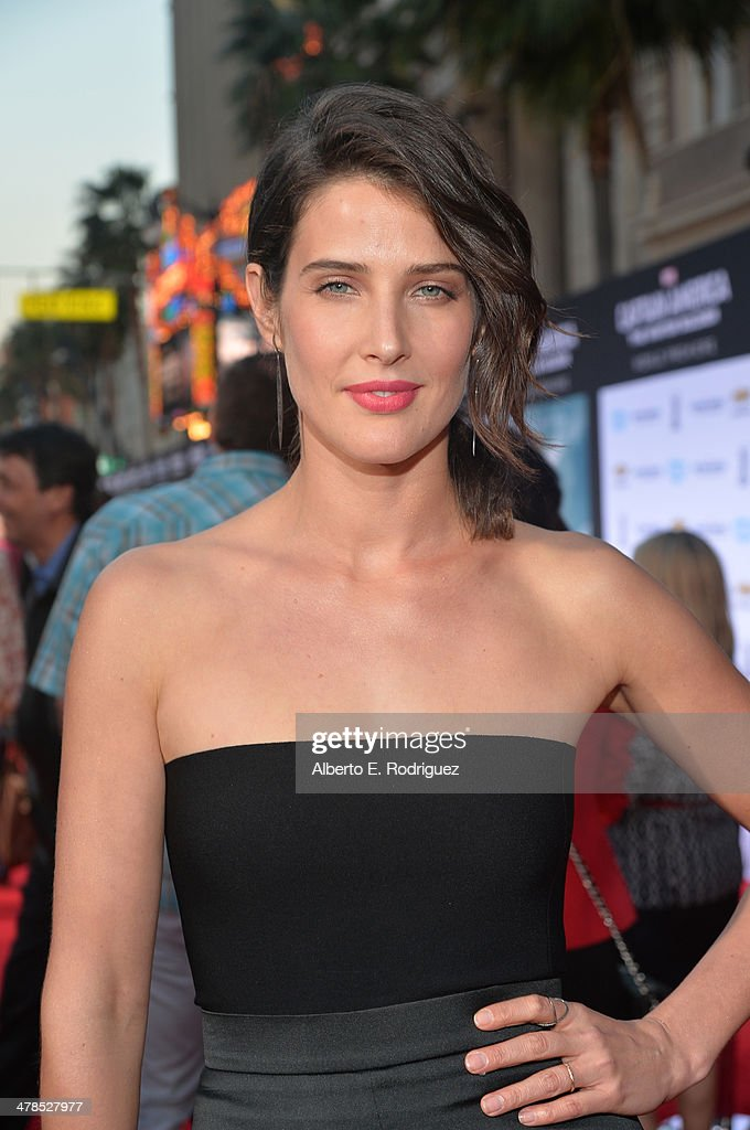 Actress Cobie Smulders attends Marvel's 'Captain America: The Winter Soldier' premiere at the El Capitan Theatre on March 13, 2014 in Hollywood, California.