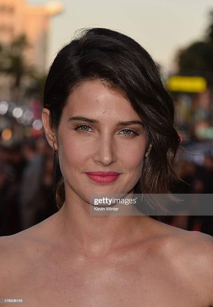 Actress Cobie Smulders attends the premiere of Marvel's 'Captain America: The Winter Soldier' at the El Capitan Theatre on March 13, 2014 in Hollywood, California.