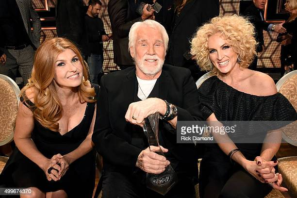 Actress Connie Britton singersongwriter Kenny Rogers and Kimberly Schlapman of Little Big Town attend the 2015 CMT Artists of the Year at...