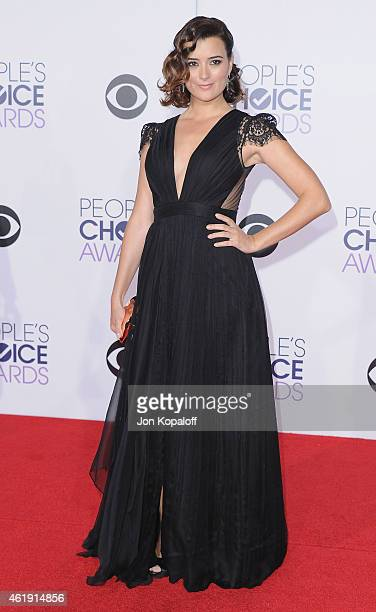 Actress Cote de Pablo arrives at The 41st Annual People's Choice Awards at Nokia Theatre LA Live on January 7 2015 in Los Angeles California